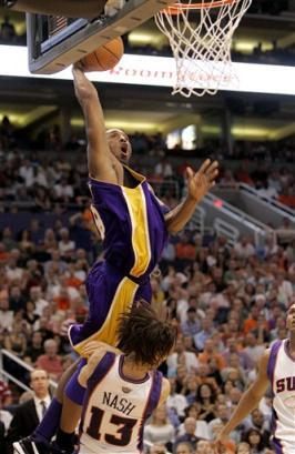 Captpnu11304270535lakers_suns_basketball