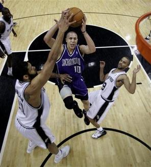 Captsaa10104060129kings__spurs_basketbal