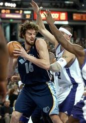 Captsca10103110423grizzlies_kings_basket