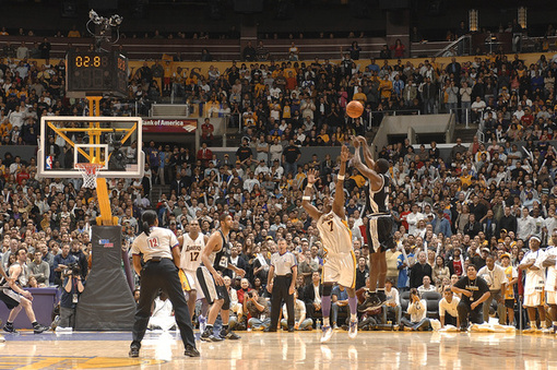 Fullgetty71796446ng014_spurs_lakers_8_19